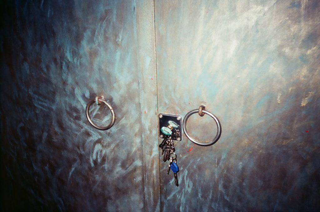 老舊的門與鑰匙-底片